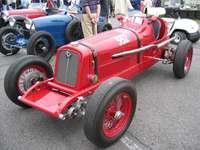 starožitné červené auto