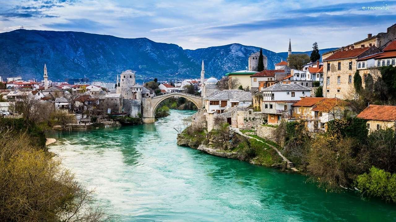 Bosnië-brug over de rivier