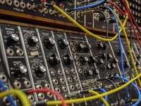 fekete és barna audio keverő