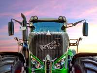 Traktor vid soluppgång