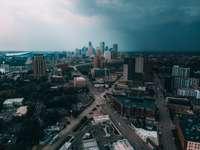 vista aerea degli edifici della città durante il giorno