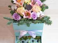 kwiaty z prezentem