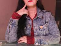 žena v modré džínové knoflíky do saka