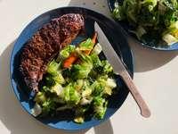 főtt hús zöldséges tányérra