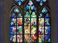 Pražská katedrála svatého Víta z barevného skla