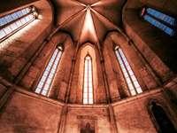 De klankkast op de strop in de kostele