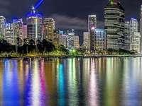 horizonte de la ciudad durante la noche