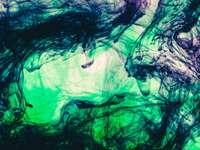 grön och svart abstrakt målning
