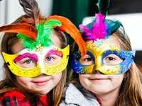 Bambini in maschera