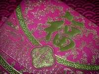 fioletowo-biała kwiecista tkanina