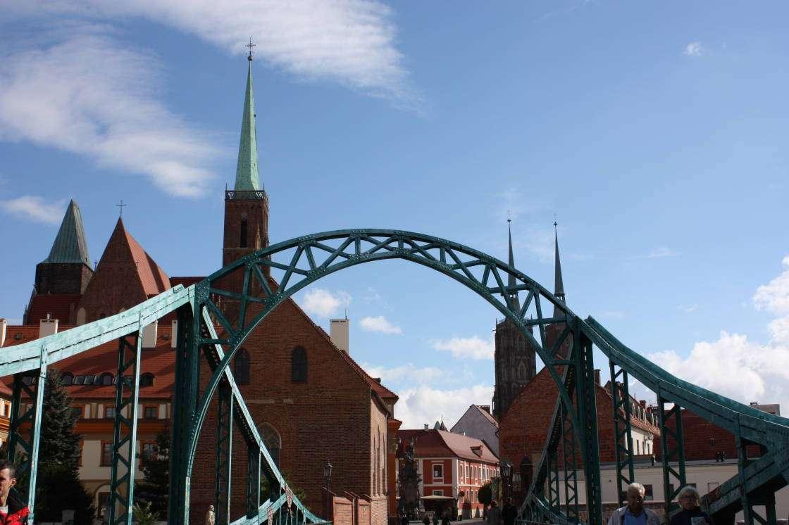 Brücke und Kirche - Brücke und Kirche in Polen (12×8)