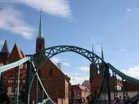 Brücke und Kirche