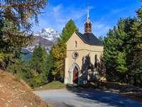 kapliczka w górach-alpy