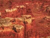 σχηματισμός καφέ βράχου κατά τη διάρκεια της ημέρας