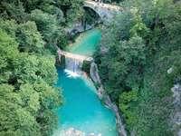 Ascoli - Castel Trosino - vattenfallslinga för Italien