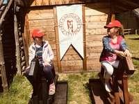 Zosia y Agatka a caballo