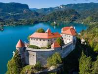 lago di bled e  castello più antico della Slovenia