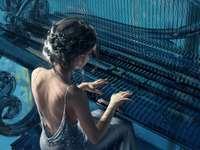 момиче, което свири на пиано