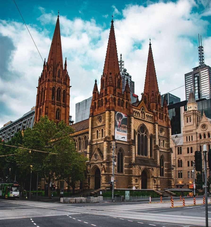 braunes und graues Betongebäude - Melbourne VIC, Australien (15×17)