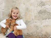 fille avec des chatons