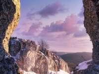 << Dans les montagnes >>