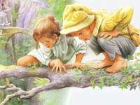 Kinder auf dem Ast