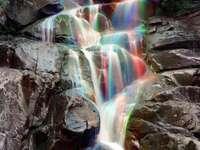 flerfärgat vattenfall