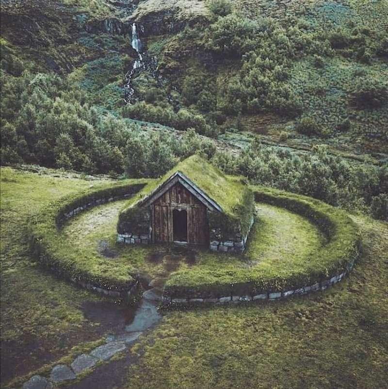 Hus i greenen - Stuga mitt i ingenstans (4×5)