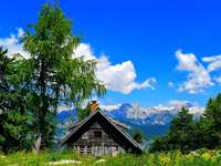 oude hut in de bergen