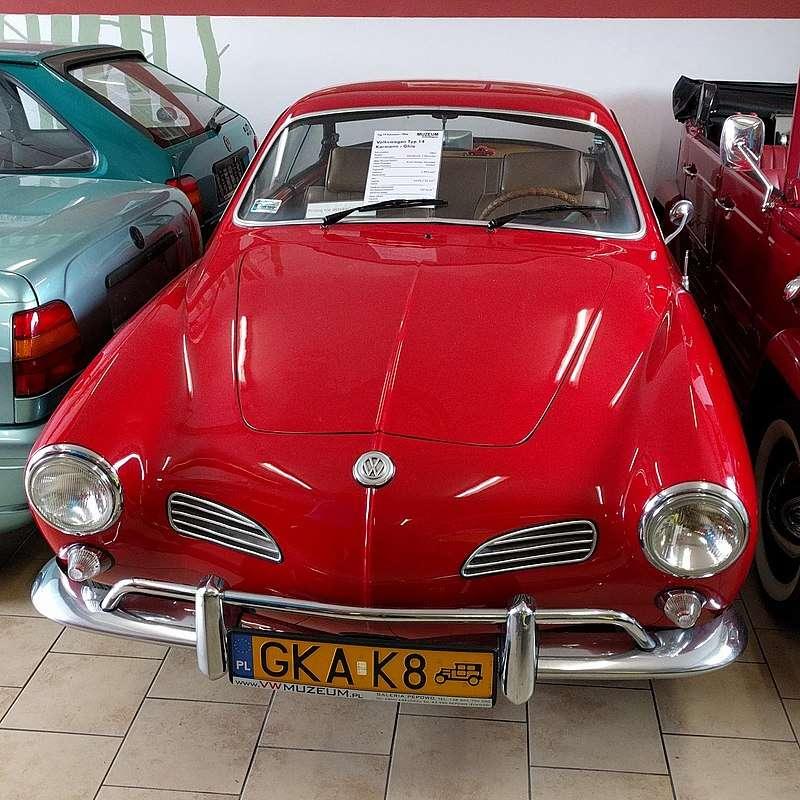 Volkswagen Múzeum Pępowoban - Volkswagen Múzeum - magánmúzeum Pępowo faluban (Kartuzy kerület). E márka legnagyobb autómúzeuma Lengyelországban és Közép-Európában [1]. A létesítmény a Galeria Pępowo-nál üzemel, (2×2)