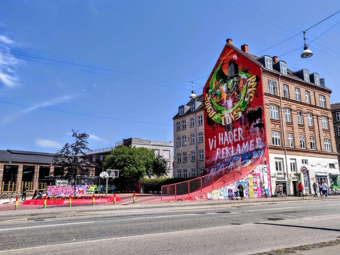barna beton épület graffiti művészettel nappal - København N, 2200 København, Dánia (20×15)