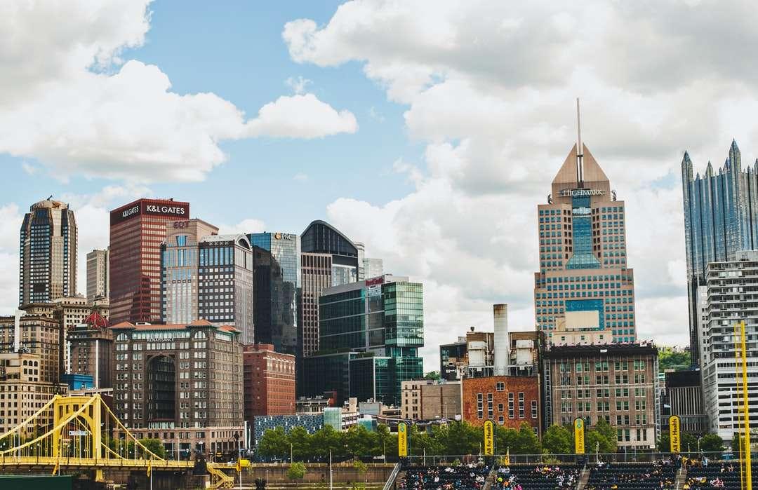 градски сгради под бели облаци през деня - PNC Park, 115 Federal Street, Питсбърг, Пенсилвания, САЩ (18×12)