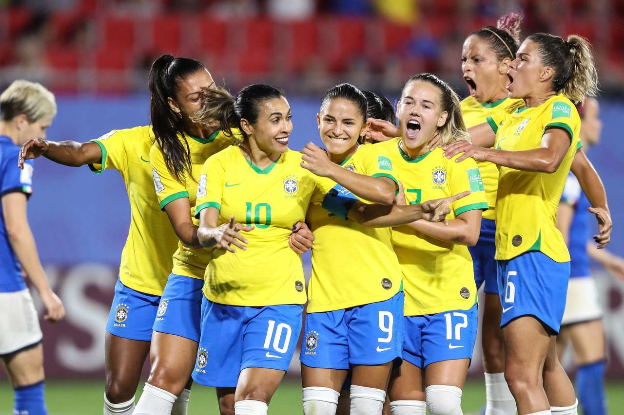 Women's Football - the puzzle is to value women's football and its warriors (6×4)