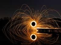 fotografie de vată de oțel a artificiilor în timpul nopții