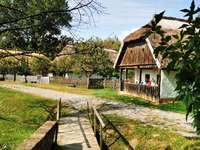 Casas históricas en el pueblo museo de Hungría