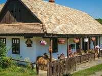Casas históricas na vila-museu da Hungria