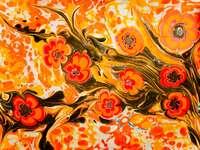 orange och gul blommig textil