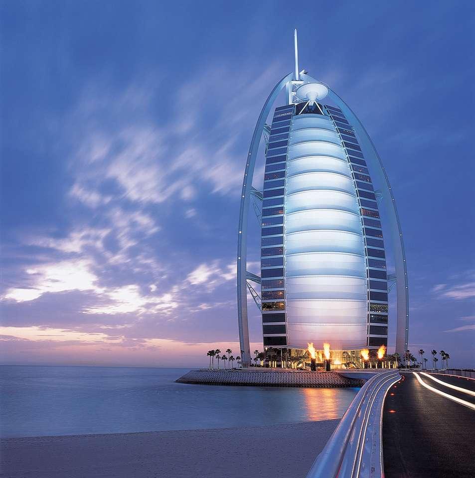 dubajská budova - Je to největší v Dubaji a nejluxusnější budova v Dubaji (6×7)