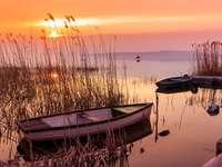Łodzie na jeziorze Balaton na Węgrzech