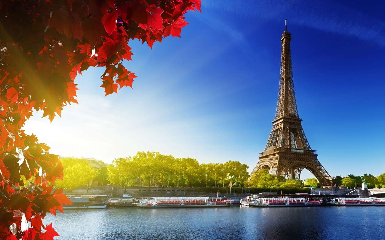 THE EIFFEL TOWER - THE EIFFEL TOWER AND THE SUN (20×13)