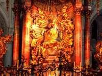 Altare maggiore nella Franzikanerkirche di Salisburgo