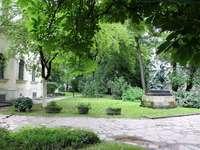 Park in einer Stadt in Ungarn