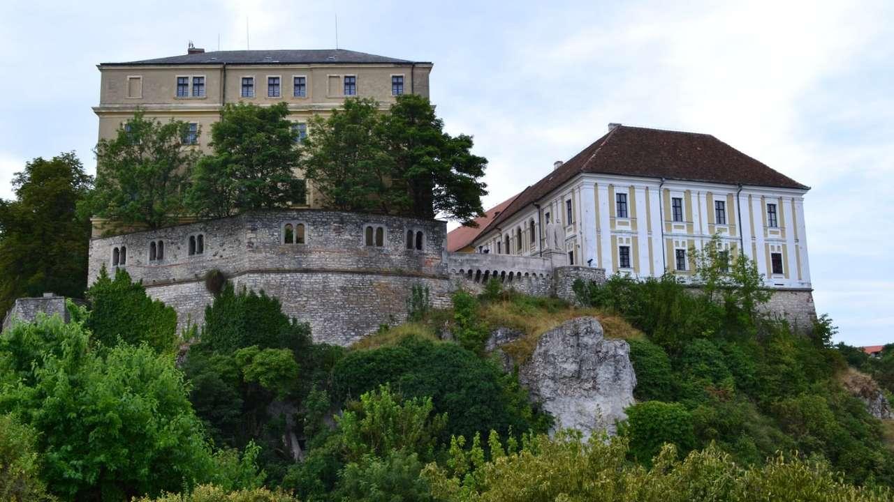 Castelo de Veszprem na Hungria quebra-cabeça online