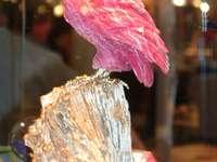 Sowa wykonana z minerałów