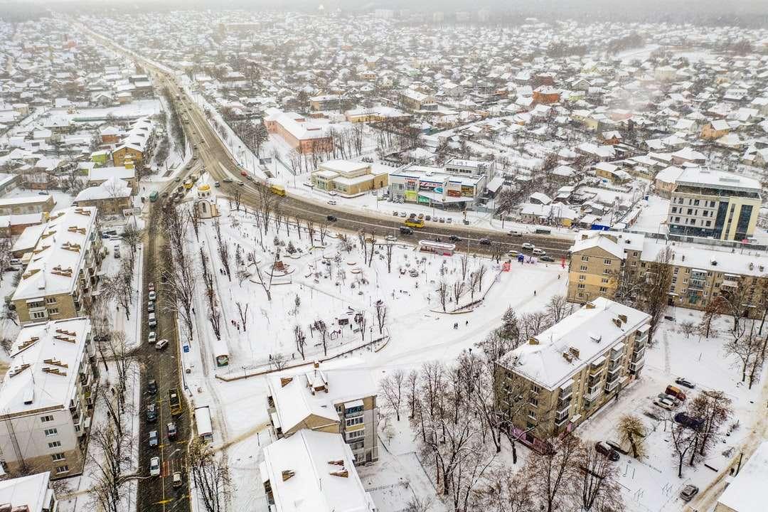 letecký pohled na budovy města během dne -  (4×3)