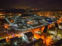 въздушен изглед на града през нощта