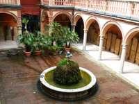 Hof in Bologna