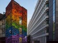 лилава и кафява сграда с обърнати светлини
