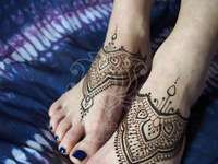 Henna Tattoo auf den Füßen