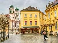 Město Szekesfehervar v Maďarsku